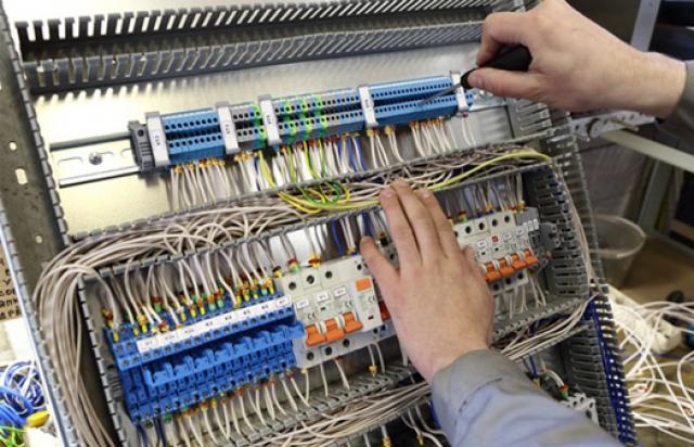 Найдите хорошего мастера для сборки электрощитов