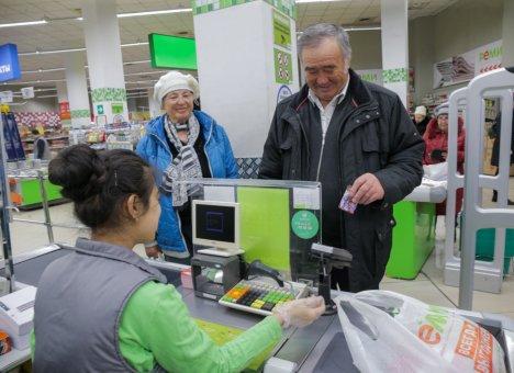 Жители края получают скидки на товары первой необходимости по карте