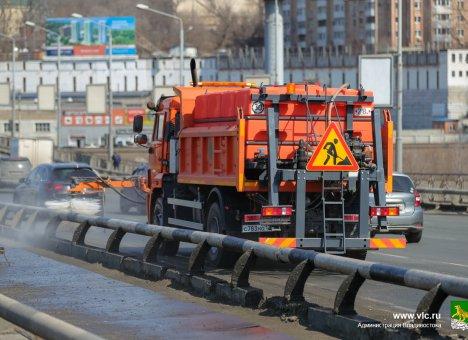 Уборка дорог во Владивостоке идёт в круглосуточном режиме