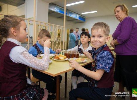 1 апреля в школах Владивостока начнется выдача разовых продуктовых наборов