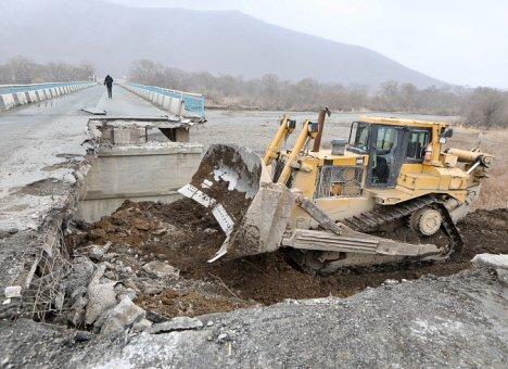Начался ремонт аварийного моста в Шкотовском районе Приморья