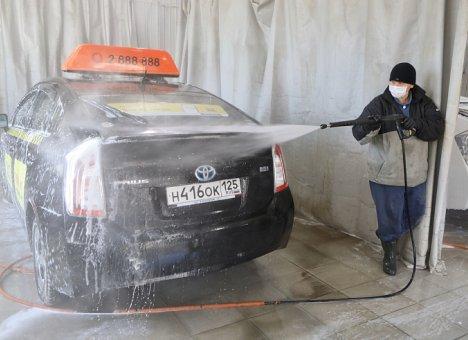 Во Владивостоке открыли 23 пункта санобработки общественного транспорта и такси