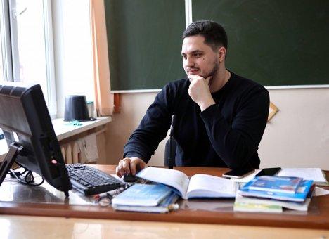 Выпускников готовят к ОГЭ и ЕГЭ при помощи дистанционных образовательных технологий в Приморье