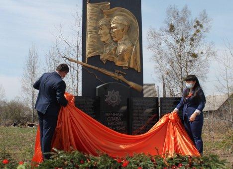 Монумент воинам Великой Отечественной войны открыли в приморском селе Красный Яр
