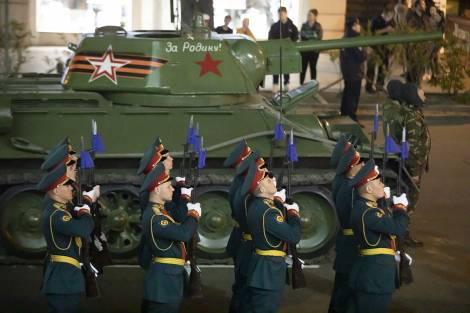 Во Владивостоке в связи с репетицией парада Победы ограничат движение