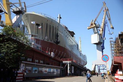 На Адмиралтейских верфях спустили на воду первый серийный супертраулер для Русской Рыбопромышленной Компании