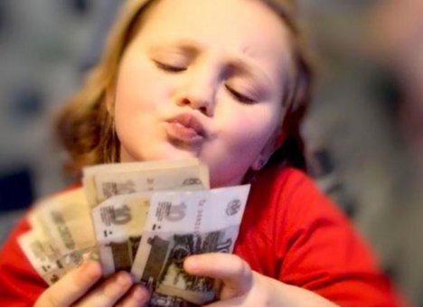 Российским семьям могут перечислить еще одну материальную поддержку на детей