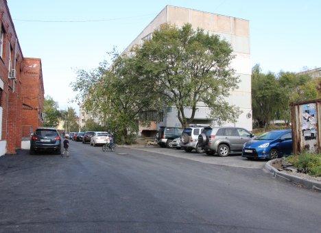Депутат сделал за свой счет разбитую дорогу у жилых домов в Артеме