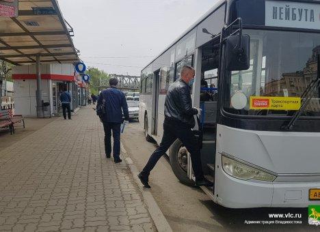Масочный режим для водителей автобусов и пассажиров во Владивостоке сделают обязательным
