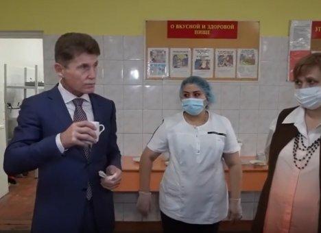 Вы детей кормите: Олег Кожемяко оказался в шоке от детского питания в школах края