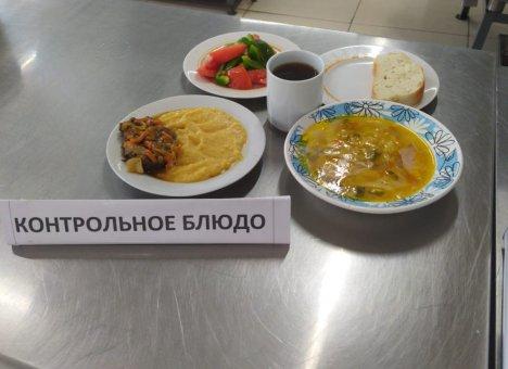 В школьных столовых Владивостока на столах появятся сахарницы