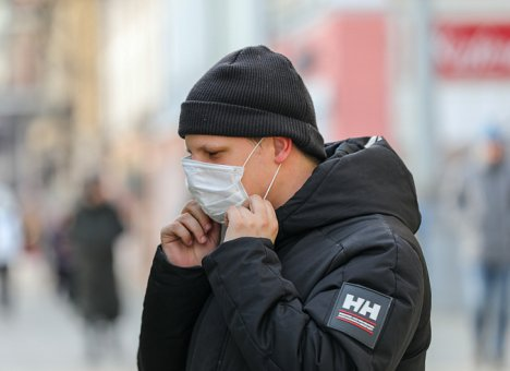 Роспотребнадзор Приморья: Выше риск заболеть COVID-19 в местах массовых контактов с людьми